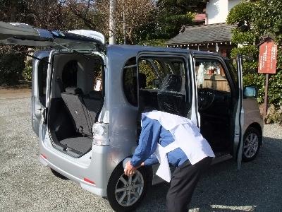 祈願主による車両のお清め