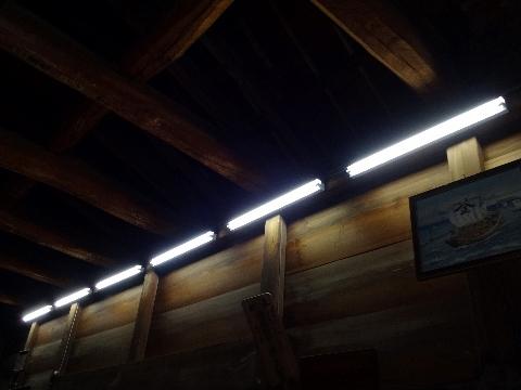 拝殿の電灯