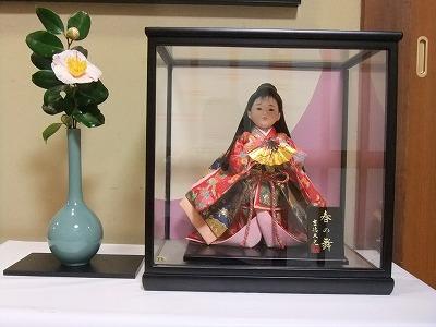 社務所玄関の人形