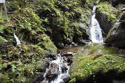 沢山の三段の滝