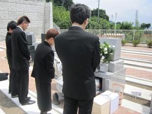 霊園での埋葬祭