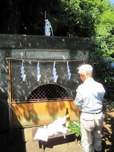 隧道での水神祭