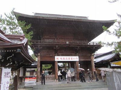 白山神社の随神門