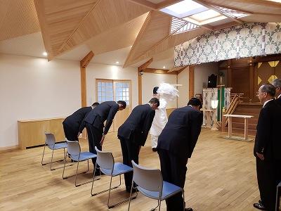 辞令伝達式に先立つ正式参拝