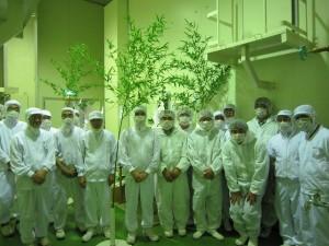 食品製造工場につき衛生管理のもと参列