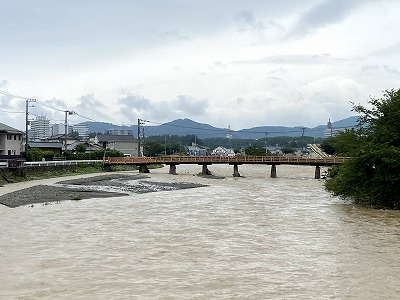 観音橋から金目川上流を望む