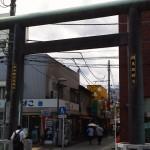 伊勢原駅前の鳥居
