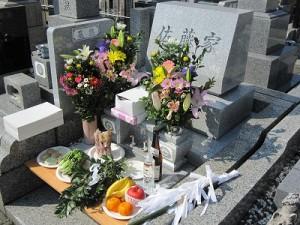 墓地での一年祭