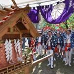 白木神輿の発輿