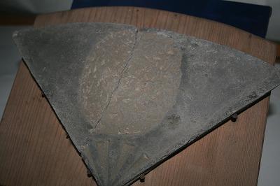 日の丸紋の布目瓦