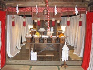 落幡神社の殿内